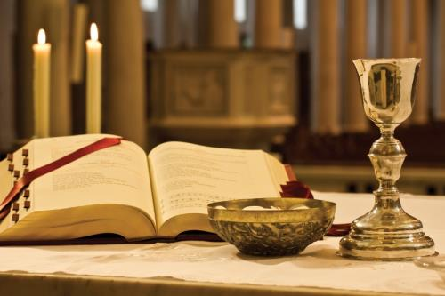 http://www.hoythoyhoey.com/wp-content/uploads/2013/04/eucharist.jpg
